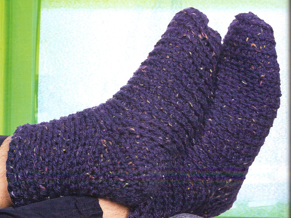 Free crochet pattern: Paw Warmers by Drew Emborsky, aka The Crochet Dude